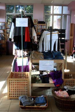 rayons-vetements-boutique-solidaire