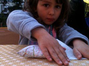 lou fait des origamis